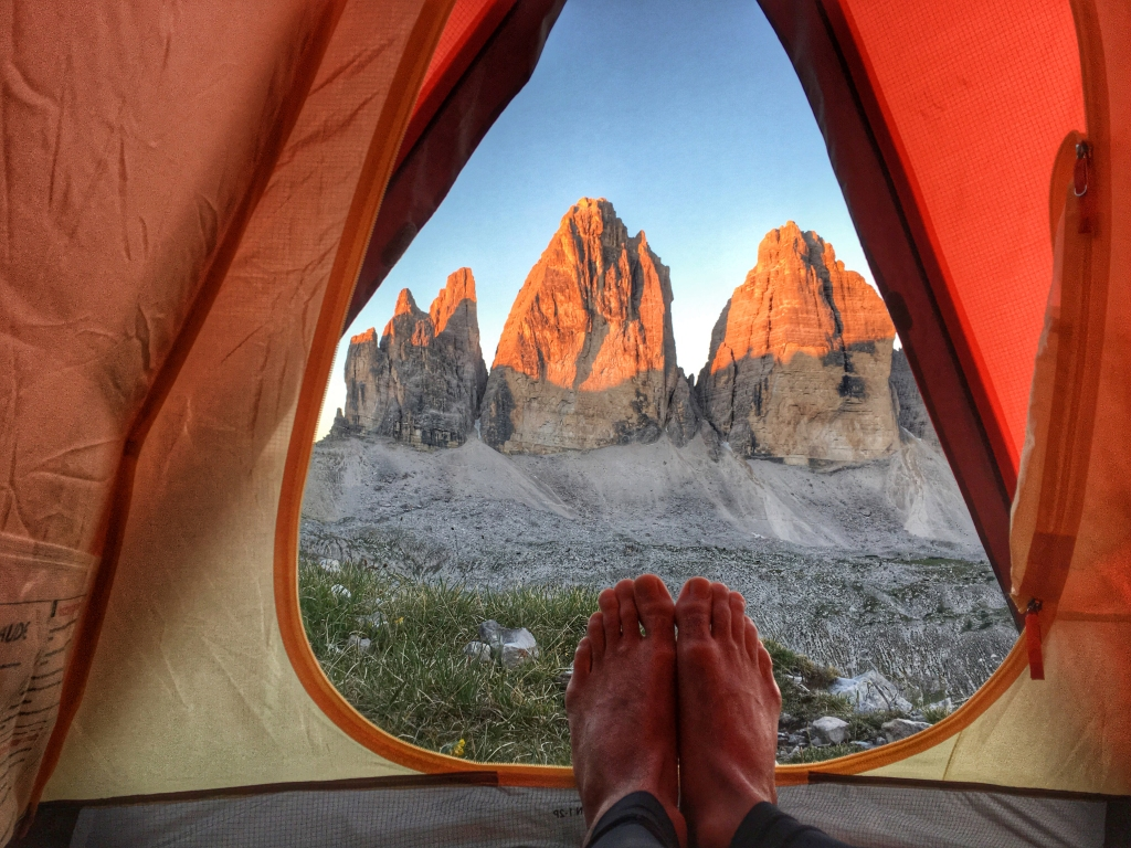 This image has an empty alt attribute; its file name is camping-environment-feet-grass-558454.jpg
